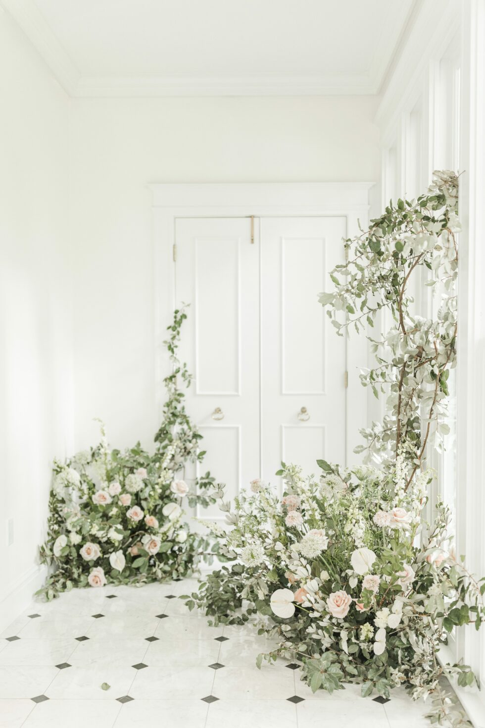 Romantic-Outdoor-Spring-Wedding-McAlister-Leftwich-House-20