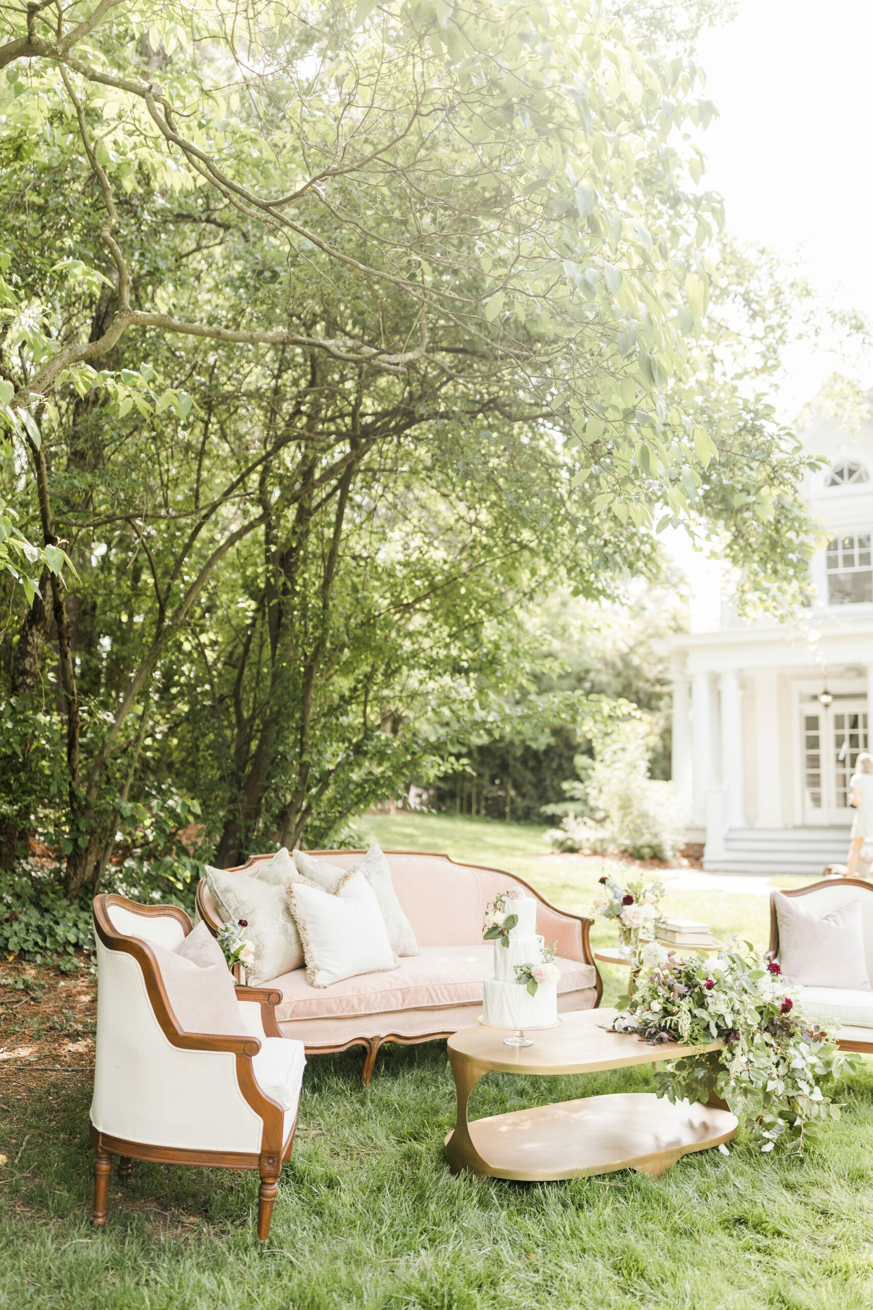 Romantic-Outdoor-Spring-Wedding-McAlister-Leftwich-House-29