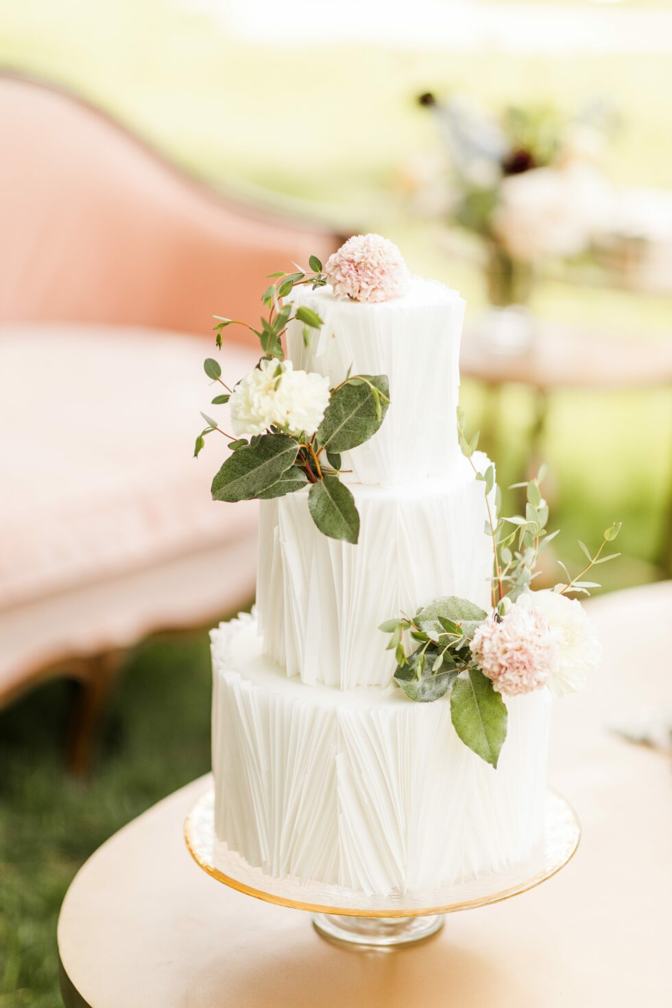 Romantic-Outdoor-Spring-Wedding-McAlister-Leftwich-House-33