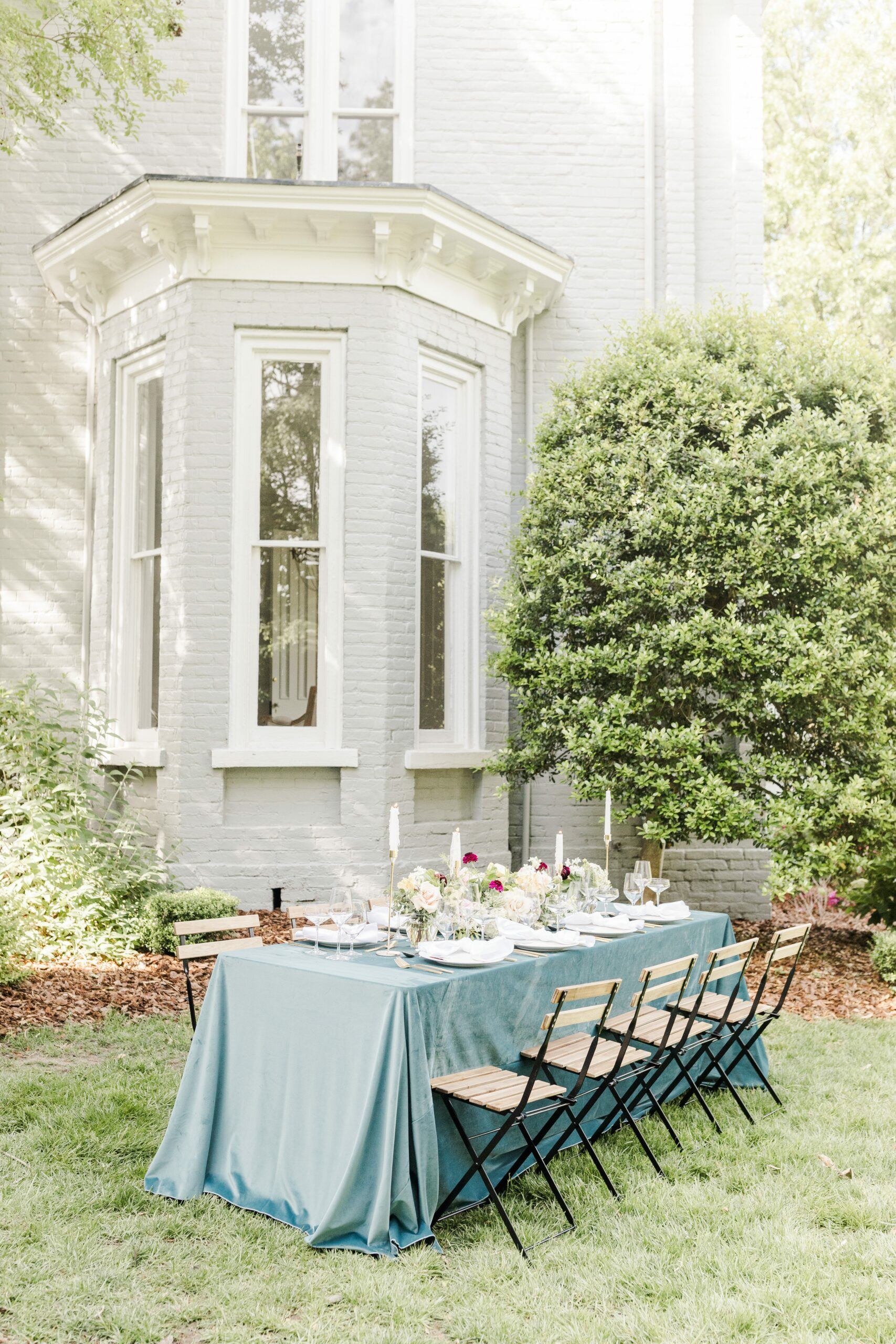 Romantic-Outdoor-Spring-Wedding-McAlister-Leftwich-House-38