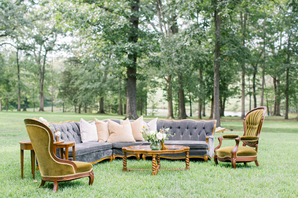 The-Prettiest-Pieces-Outdoor-Fall-Wedding-Summerfield-Farms01